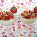 Panna cotta z białą czekoladą i owocową salsą