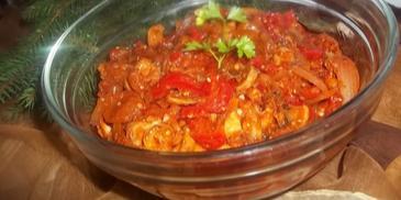 Marynowane śledzie w sosie pomidorowym