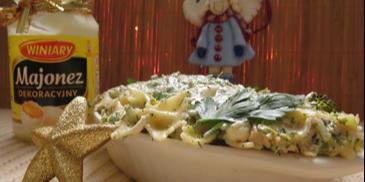 Sałatka z makaronem, kurczakiem i brokułami