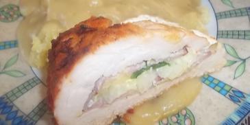 Pieczona pierś z kurczaka z serem camembert