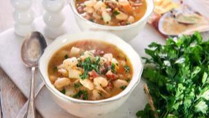 Zupa fasolowa z kiełbasą