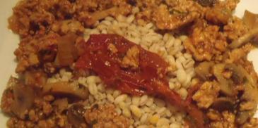 Potrawka z mięsa mielonego z pieczarkami