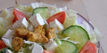 Sałatka grecka z kurczakiem