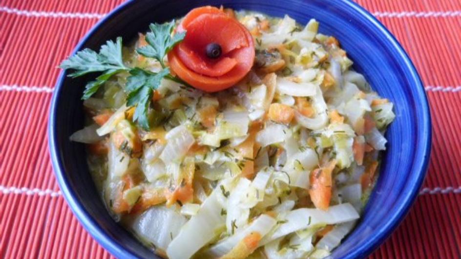 Kapusta pekińska duszona z warzywami