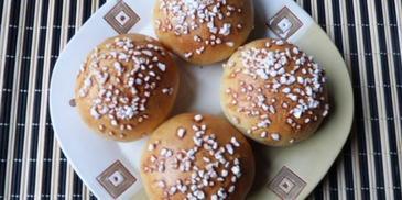 Słodkie bułeczki z marmoladą