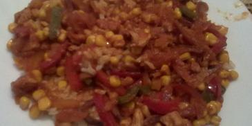 Brązowy ryż z kurczakiem i warzywami