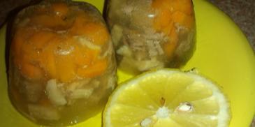 Galareta z kurzych łapek z wieprzowiną