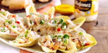 Sałatka z kurczakiem, majonezem i cykorią
