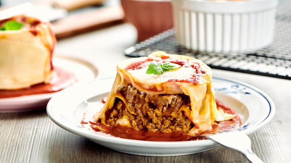Mini lasagne z mozzarellą i bazylią