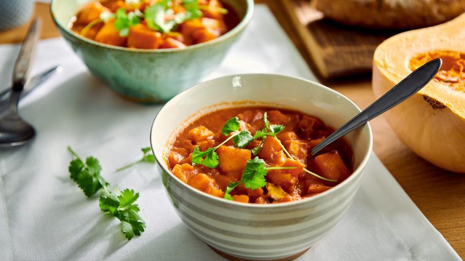 Łagodne indyjskie curry z pieczonej dyni z kuminem i kolendrą