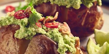 Pieczone ziemniaki z guacamole