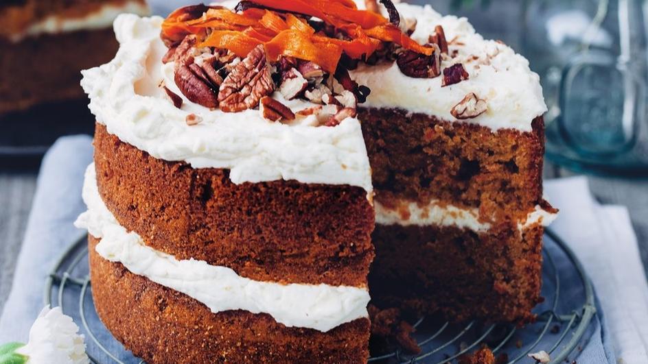 Ciasto marchewkowe z kremem mascarpone i orzechami