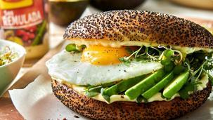 Kanapka śniadaniowa z jajkiem i awokado
