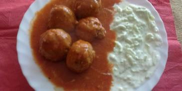 Pulpeciki wołowe z sosem pomidorowym