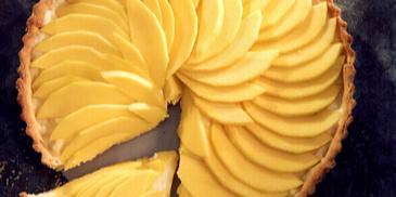 Tarta z kremem budyniowym i mango