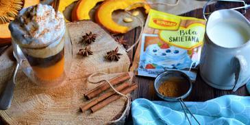 Kawa dyniowa z bitą śmietaną