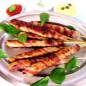 Grillowane pałeczki z drobiowego mięsa mielonego i boczku