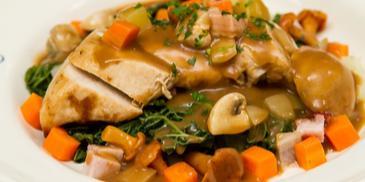 Supreme z kurczaka na sposób babuni w sosie z czerwonego wina z miodem i świeżym tymiankiem