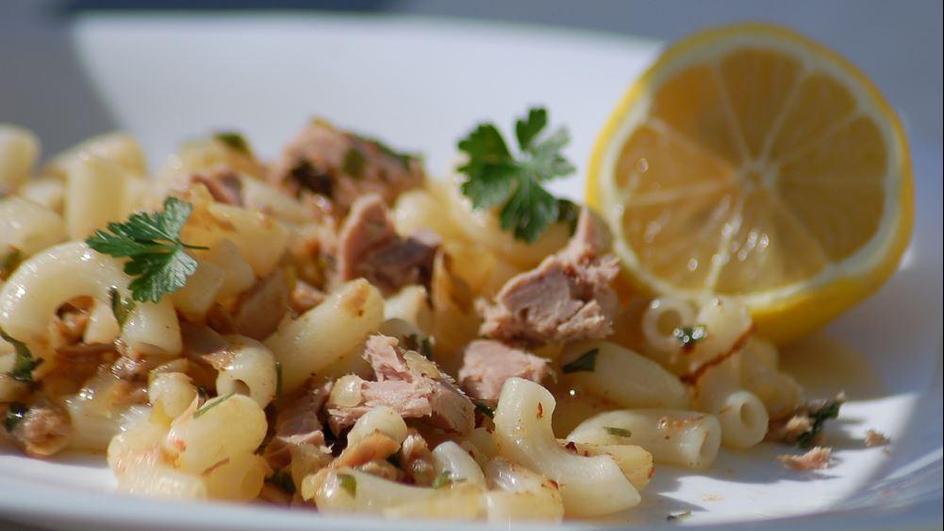 Makaron z tuńczykiem i pietruszką