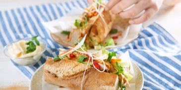 Kanapki z piersi kurczaka z warzywami