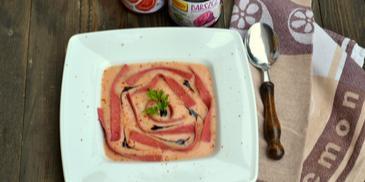 Staropolska zupa orzechowa z pomidorową nutą  buraczanym makaronem