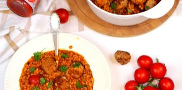 Pomidorowe pęczotto z soczewicą i klopsikami z oliwkowym środkiem :)