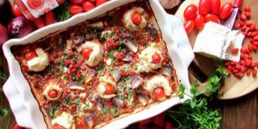 Roladki z dorsza nadziewane pomidorami koktajlowymi i serem feta zapiekane w sosie pomidorowym z dodatkiem nasion goji