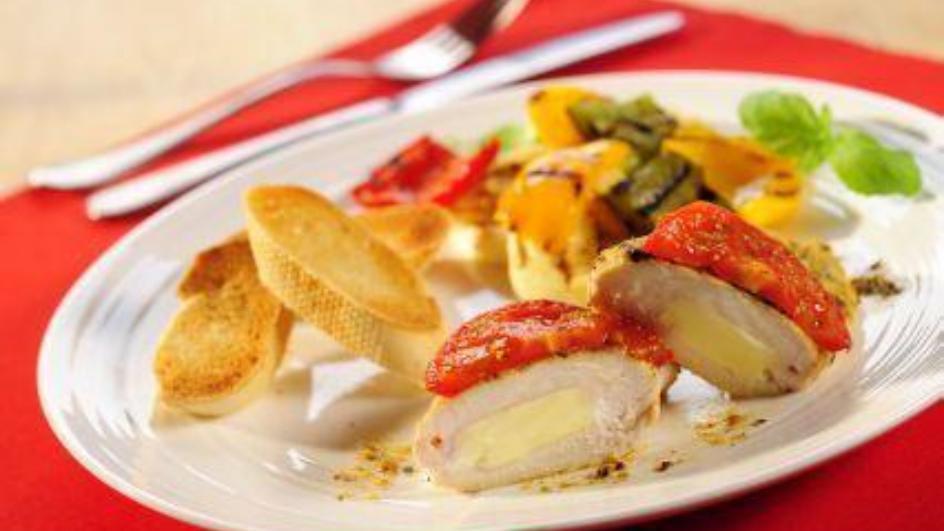 Pierś z serem i pomidorem