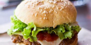Hamburgery drobiowe z serem