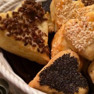 Cuoricini al parmigiano e sesamo