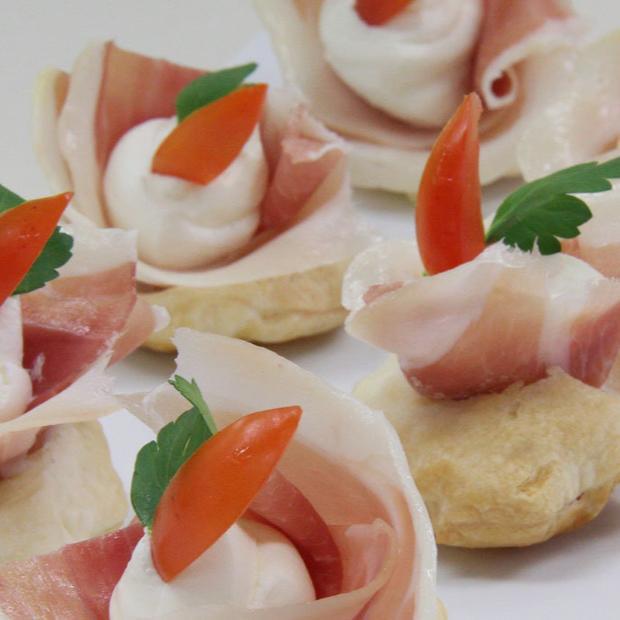 Dischi di Pasta Sfoglia Delicata Buitoni con prosciutto, formaggio e verdura