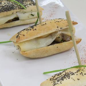 Panino di Pasta Sfoglia Delicata Buitoni con funghi porcini e scamorza affumicata