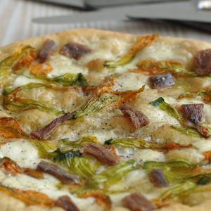 Pizza ai fiori di zucca