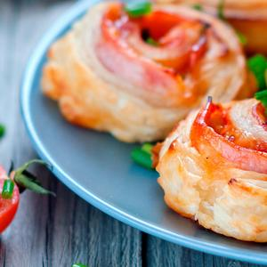 Torta salata con pomodorini secchi e carciofini