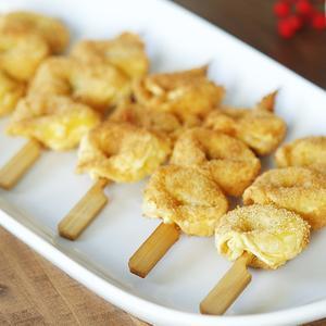 Spiedini di tortellini fritti