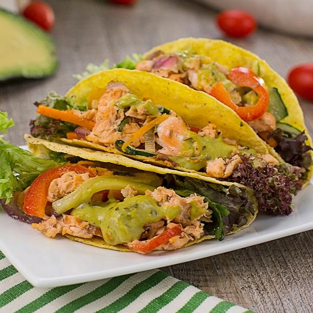 Tacos al guacamole e salmone