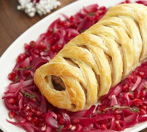Filetto di maiale con cipolle caramellate in crosta di sfoglia