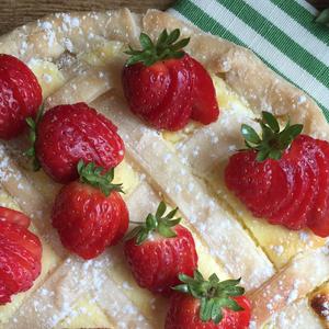 Crostata di ricotta e fragole senza glutine