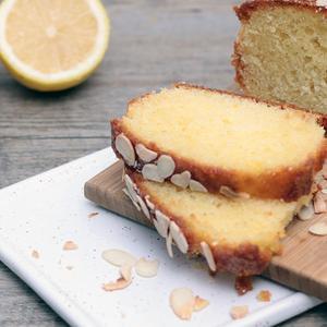 Plumcake al limone con glassa alle mandorle