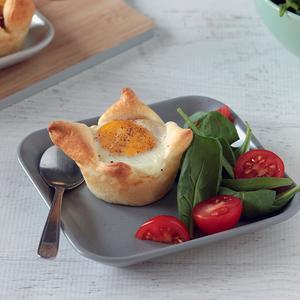 Cocotte di sfoglia con uova e pancetta