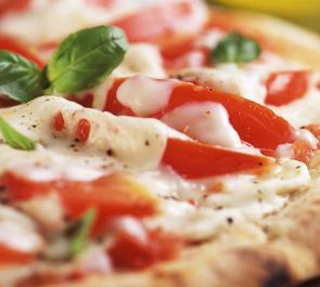 Pizza tricolore alla bresaola