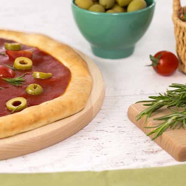 Pizza 5 cereali con due pomodori, olive e rosmarino
