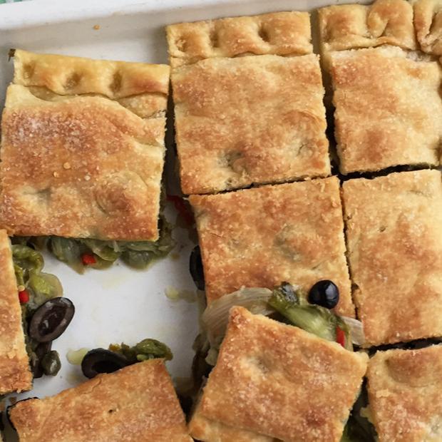 Pizza ripiena di scarola e olive