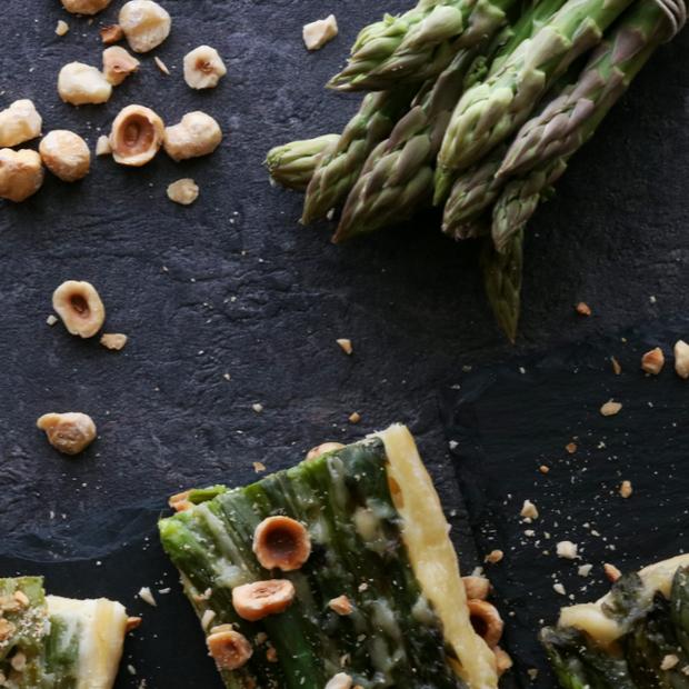 Tatin di asparagi e nocciole
