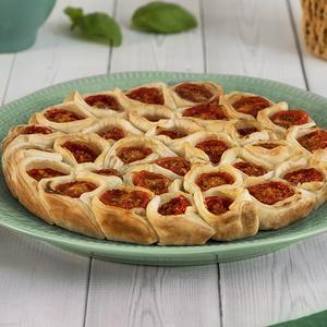 Torta pizzicata con pomodorini