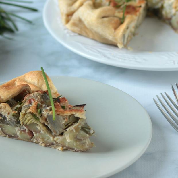 Torta salata carciofi, patate e provola