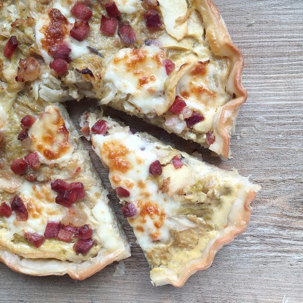 Torta salata con verza, speck e provola