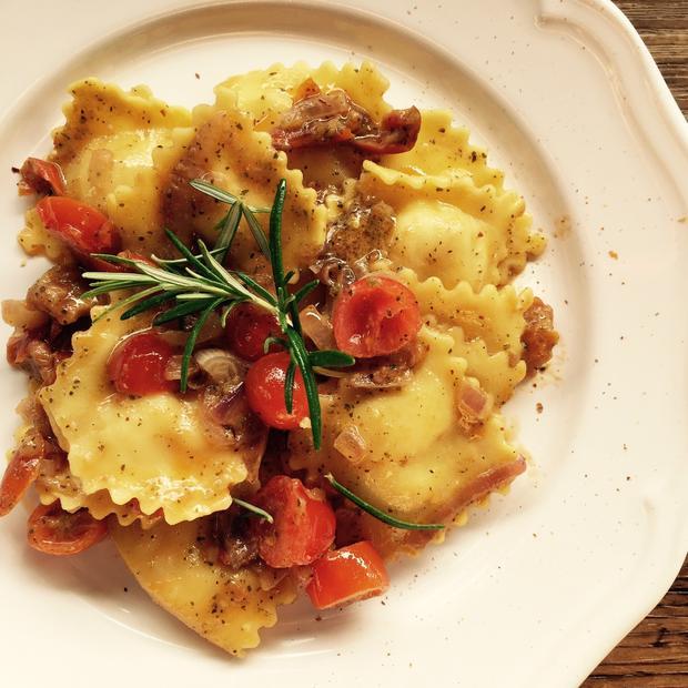 Ravioli Gorgonzola e Speck con pesto alla siciliana