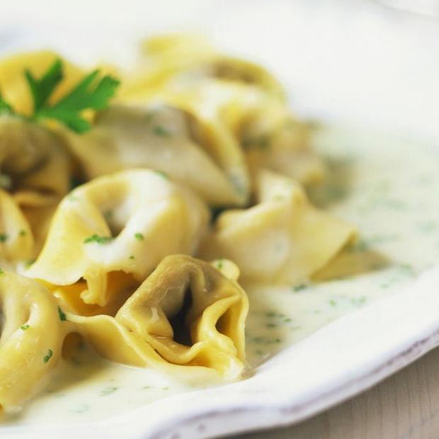 Tortellini alla carne con salsa di funghi e pancetta