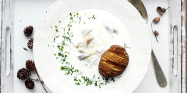 Zupa śledziowa z ziemniakami w mundurkach z piekarnika